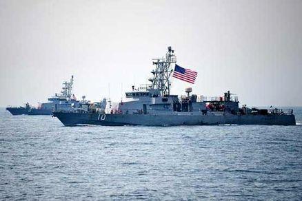 ناو آمریکایی به سمت قایق ایرانی شلیک کرد
