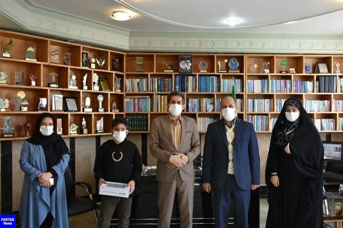دلجویی مدیرکل آموزش و پرورش استان کرمانشاه از دانشآموز کولبر پاوهای