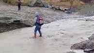 عبور دشوار دانشآموزان از رودخانه در