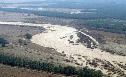 آبدان در محاصره سیلاب/ مسیر روستاها مسدود شد