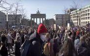 تظاهرات زنان آلمانی بدون توجه به محدودیتهای کرونایی