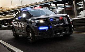 لحظه رد شدن ماشین از روی پلیس آمریکا + فیلم