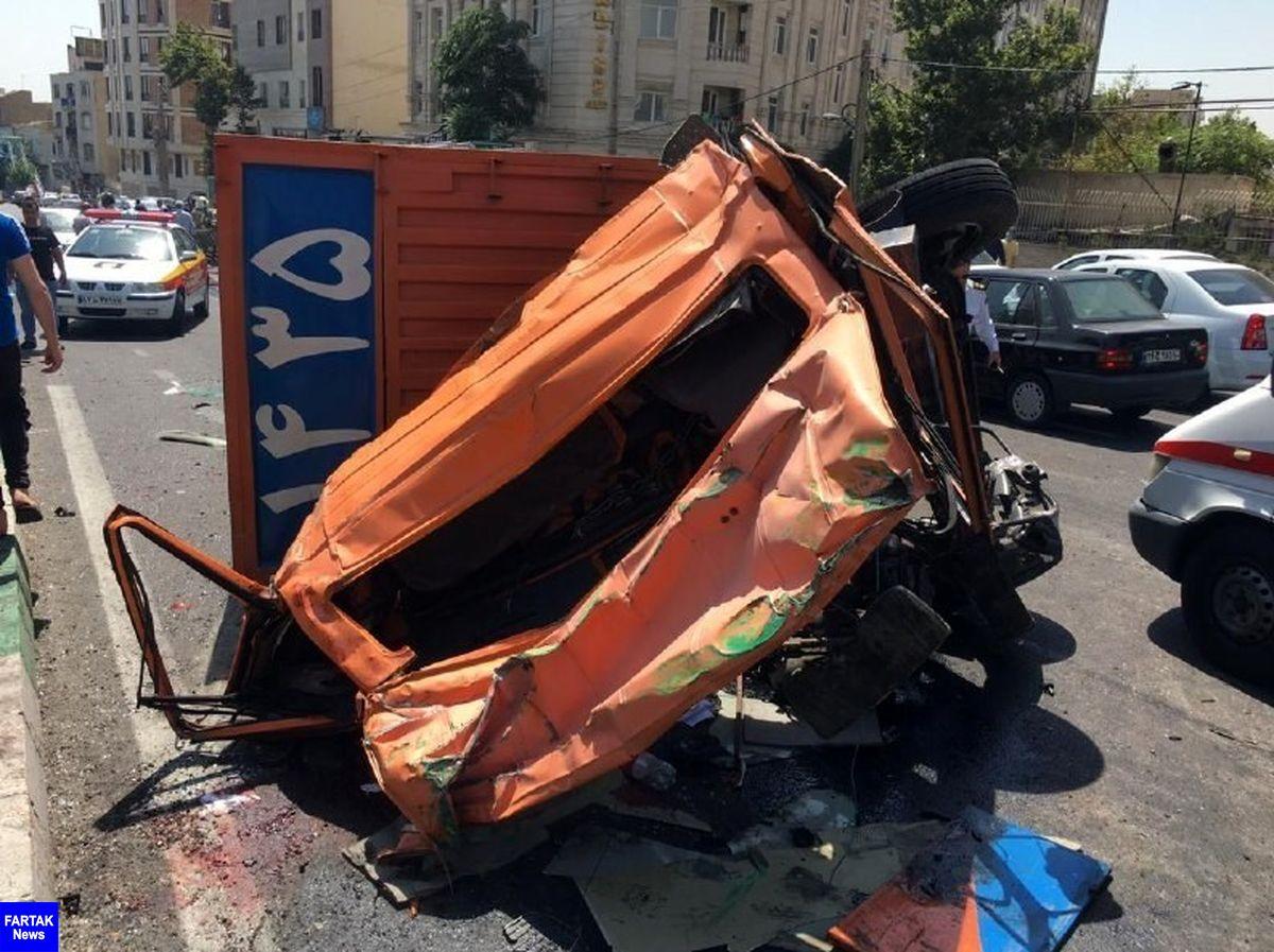 واژگونی ۲ دستگاه خاور در خیابان شهید باقری