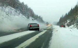 مرگ پدر و دختر در تصادف وحشتناک خودروی سواری و کامیون + فیلم