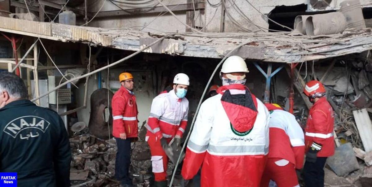 تلاش امداگران در پی انفجار دیگ بخار/ حال یکی از مصدومان وخیم+ عکس