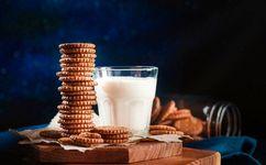 بهترین و بدترین زمان برای مصرف شیر
