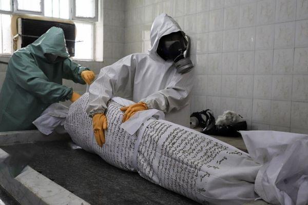 عکس های دردناک از کفن و دفن اجساد کرونایی