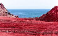 ساحلی سرخ که از عجایب خلیج فارس به حساب میآید
