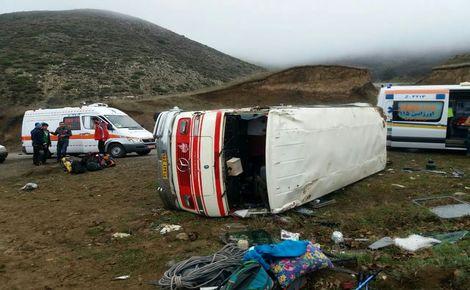 سقوط مینیبوس به دره 13 نفر را به کام مرگ کشید