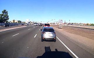 تصادف با سه خودرو حین پیامک زدن + فیلم