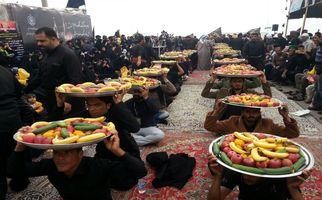 پذیرایی سخاوتمندانه عراقیها از زوار اربعینی امام حسین علیه السلام +فیلم