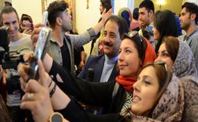 سلفی باران حمید معصومی نژاد در پای صندوق رای شهر رم + فیلم