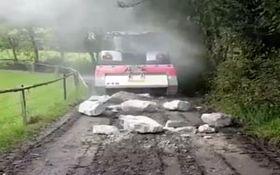 ماشین سنگ شکنی که مسیر را هموار میکند +فیلم