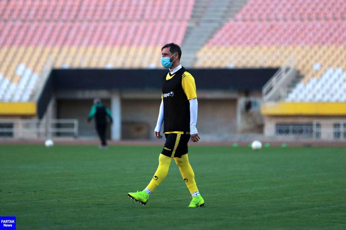 بازیکن سپاهان: تعویق لیگ به نفع آن هایی است که دیر شروع کردند