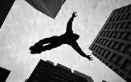 آویزان شدن از طناب جرثقیل، اقدام مرد جوان برای خودکشی + فیلم