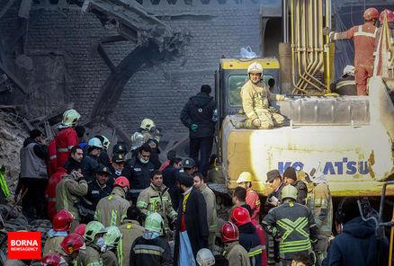امدادگران وارد زیرزمین پلاسکو شدند