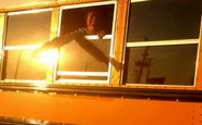 دانش آموزانی که به دست راننده در سرویس مدرسه زندانی شدند +فیلم