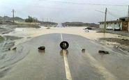 طغیان رودخانه جاده های مواصلاتی جنوب سیستان را مسدود کرد + فیلم
