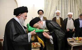 آیین اهداى پرچم آستان قدس رضوى به ٥٠٠ هیات مذهبی کشور و جهان اسلام +فیلم