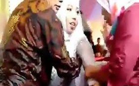 شوکه شدن عروس و داماد از وقوع حادثه غیرمنتظره در جشن عروسی! +فیلم