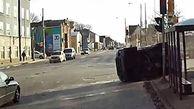 اقدام فوری راننده اتوبوس برای نجات جان سرنشینان یک خودرو + فیلم