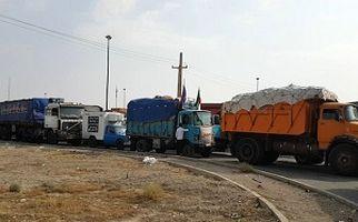 مشکلات خروج کامیونهای حامل وسایل موکبهای اربعین در مرز مهران + فیلم