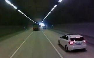 فرار راننده کامیون پس از له کردن یک خودرو در تونل + فیلم