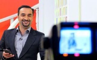 واکنش مجری تلویزیون به فیلم هجوم مردم به صرافی ها برای خرید دلار ۲۲ هزارتومانی