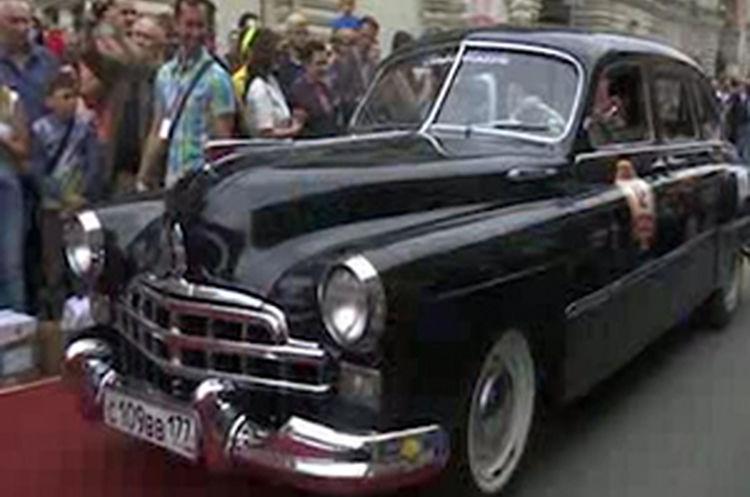 رژه خودروهای کلاسیک در مسکو + فیلم