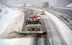 بارش برف و باران در اکثر محورهای کشور