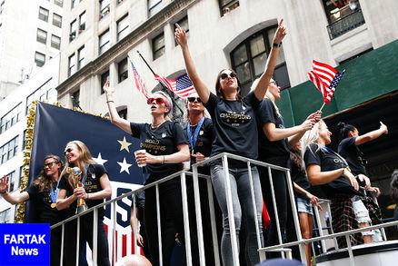 برگزاری جشن خیابانی قهرمانی تیم ملی زنان آمریکا