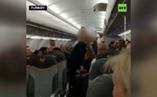 اخراج دو زن از هواپیما به دلیل توهین به مسلمانان