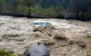 غرق شدن یک اتوبوس در سیلاب + فیلم