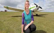 اعتیاد عجیب این خانم به پرواز با هواپیما +عکس