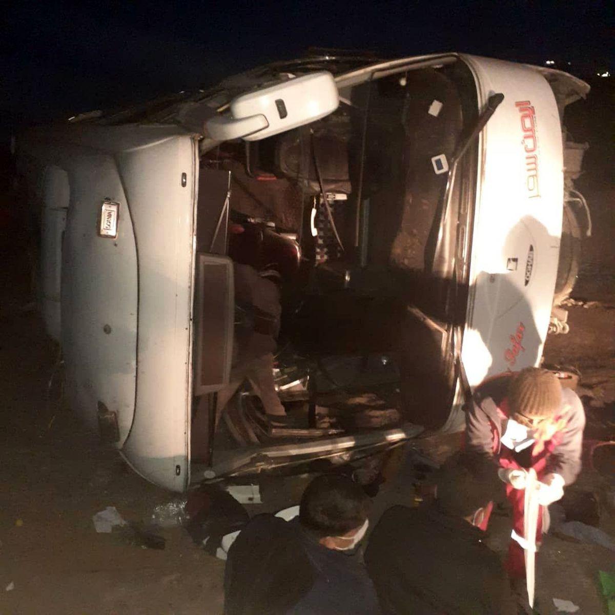 حادثه واژگونی اتوبوس محور میامی به سبزوار ۱۷ مصدوم داشت