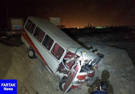 برخورد مینیبوس با خودرو سواری در عسلویه حادثه آفرید