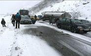 سرنشینان ۳۴ خودروی گرفتار شده در برف در منطقه تاراز امداد رسانی شدند