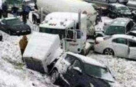 12 مصدوم حاصل تصادف زنجیره ای 9 خودرو در محور باغچه-مشهد