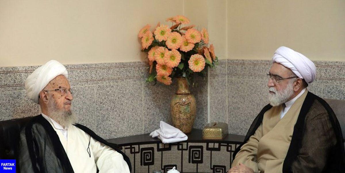آیت الله مکارم شیرازی: مظاهر فساد و فقر در مشهد به حداقل برسد