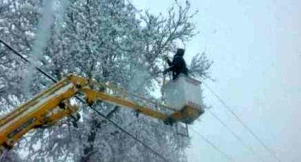 برف سبب قطعی برق 210 هزار مشترک در البرز شد