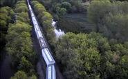 خارج شدن یک قطار باری از ریل در آمریکا + فیلم