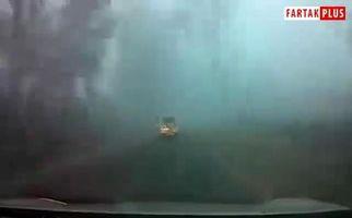 سفر فوق العاده در جاده ای مه آلود
