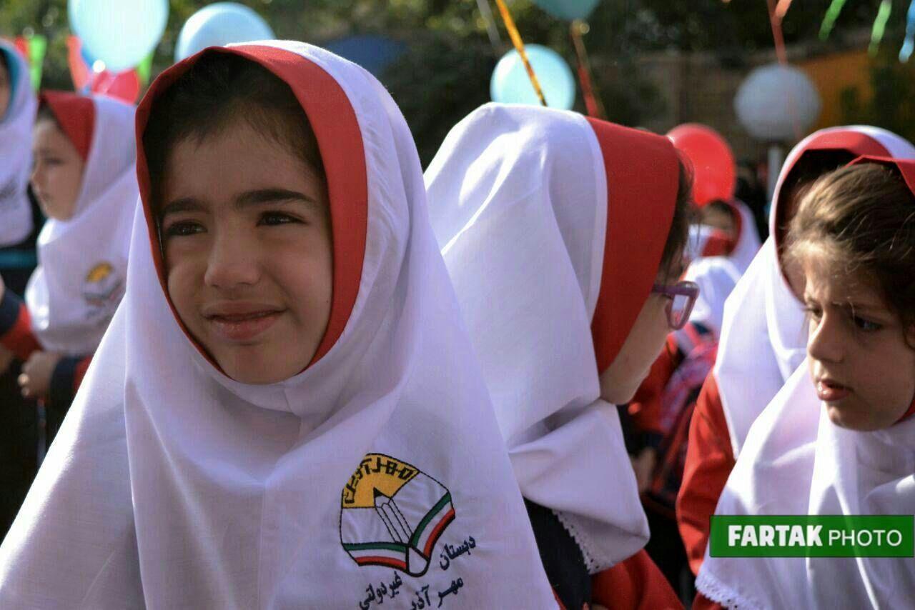 شور و اشتیاق فرشتگان مهرآفرین دبستان مهر آذین در اولین روز مهر