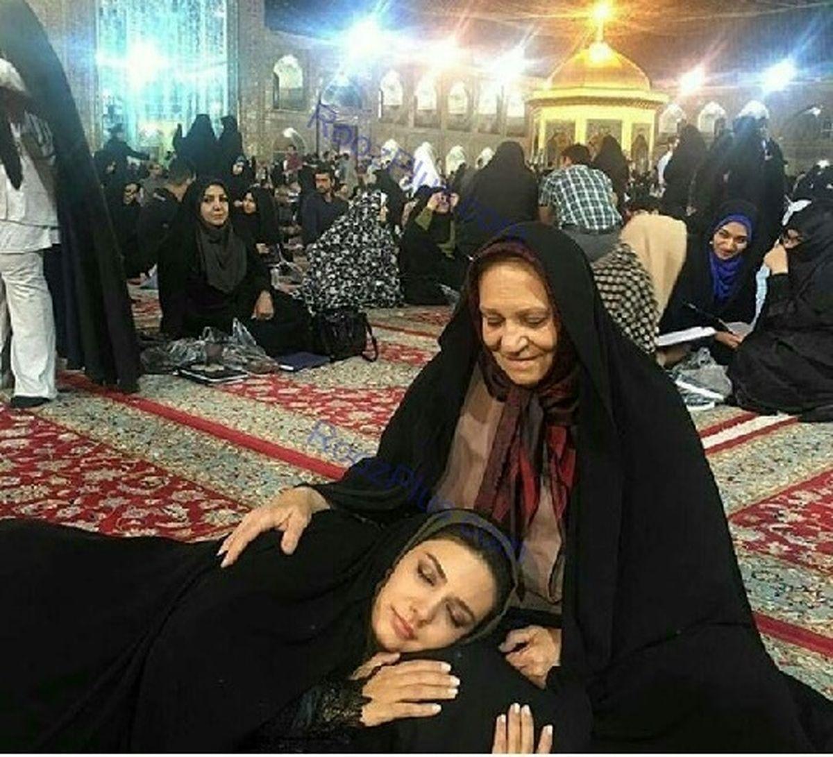 وقتی خانم بازیگر در حرم امام رضا می خوابد + عکس