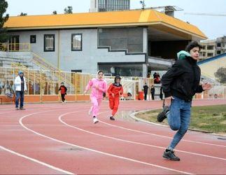 رقابت دو و میدانیکاران بانوی کرمانشاهی در یک هوای سرد برفی به روایت تصویر