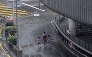 اقدام عجیب مرد هنک گنگی حین وقوع طوفان! + فیلم