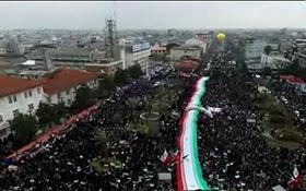 حضور چشمگیر مردم رشت در راهپیمایی ۲۲ بهمن + فیلم