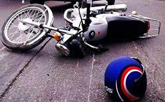 زنده ماندن موتورسوار پس از تصادف عجیب با تریلی هجده چرخ + فیلم