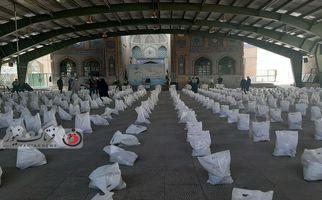 گزارش تصویری / توزیع ۱۰ هزار بسته معیشتی توسط خادمیاران رضوی در استان در کرمانشاه