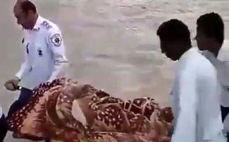 فیلم عبور دادن زن باردار با برانکارد از رودخانه در نیکشهر قدیمی است